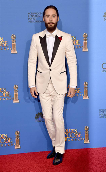 Jared Leto, golden globe awards, golden globes 2015, celebrity tuxedo, red carpet, red carpet ready, Hollywood, Hollywood styles, celebrity styles, black tie event, formal, award show, Dallas Buyers Club actor, man braid, cream colored tux with black lapels